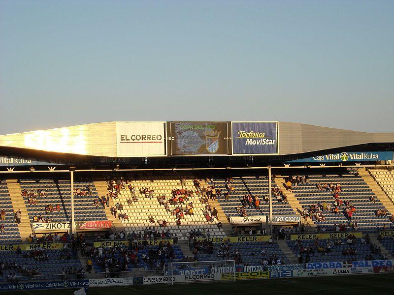 Kukxo91_800px-Estadio_de_Mendizorroza.jpg