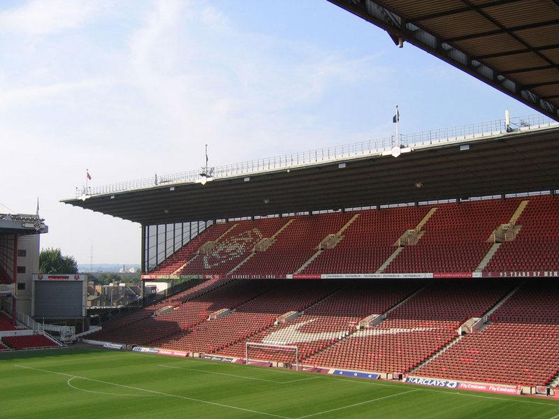 Arsenal_Stadium_interior_North_Bank.jpg