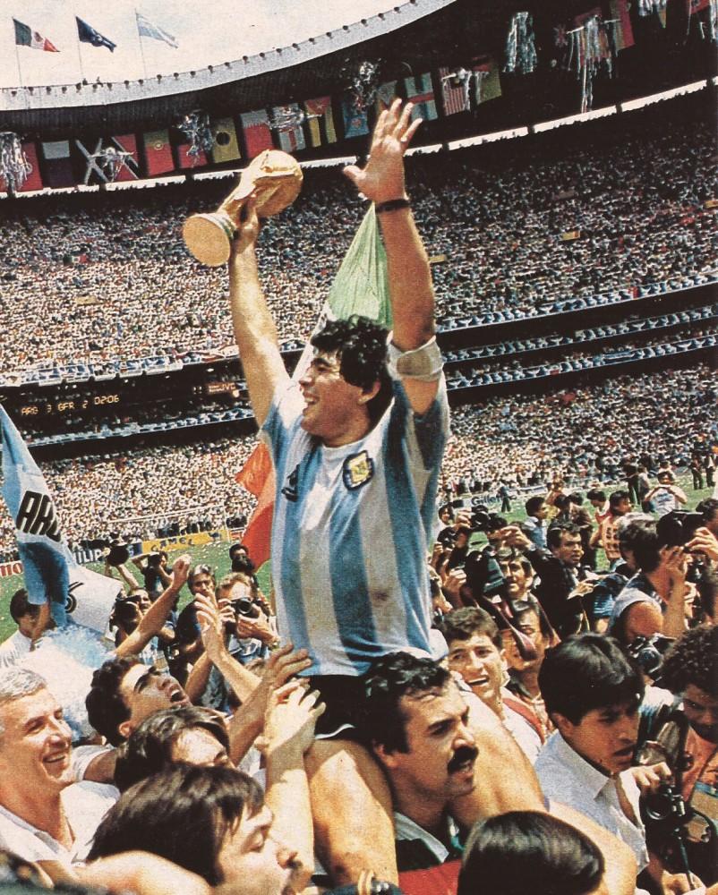 Maradona_Estadio_Azteca.jpg