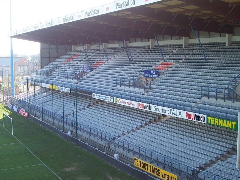 Auxerre_-_Stade_Abbé-Deschamps_(36).JPG