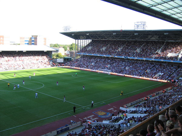 West_Ham_match_Boleyn_Ground_2006.jpg