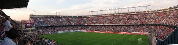 Estadio_Vicente_Calderón_en_el_Atlético_de_Madrid-Schalke_04_(2008).jpg
