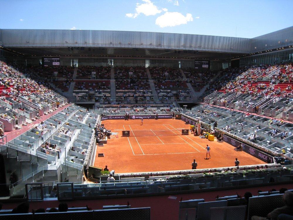 Caroline_Wozniacki_and_Dinara_Safina_at_the_2009_Mutua_Madrileña_Madrid_Open.jpg