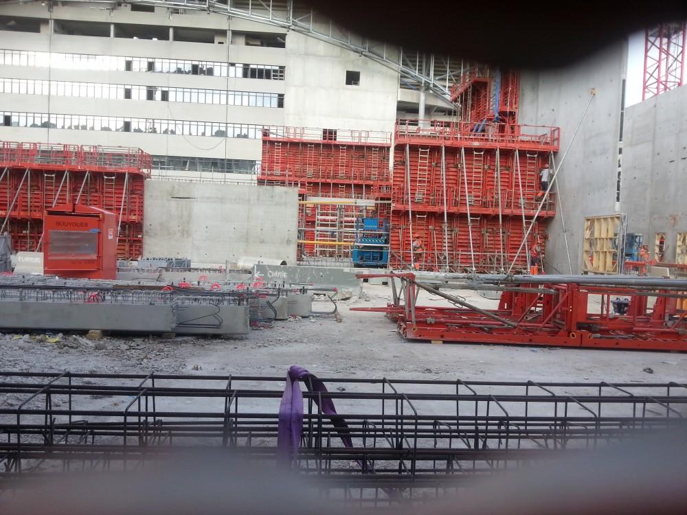 http://www.info-stades.fr/forum/ressources/trop-petit-le-trou-dans-la-palissade-les-ouvriers-donnent/thumb/53843