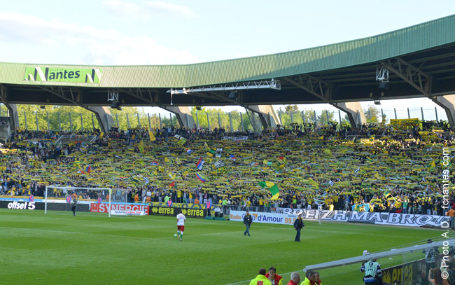 nantes time lapse du stade de la beaujoire pour le retour en l1. Black Bedroom Furniture Sets. Home Design Ideas
