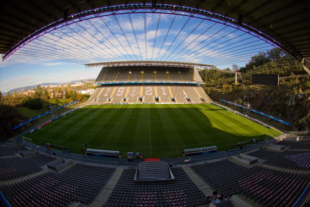 http://www.info-stades.fr/uploads/stades/braga-municipal-stadium7.jpg