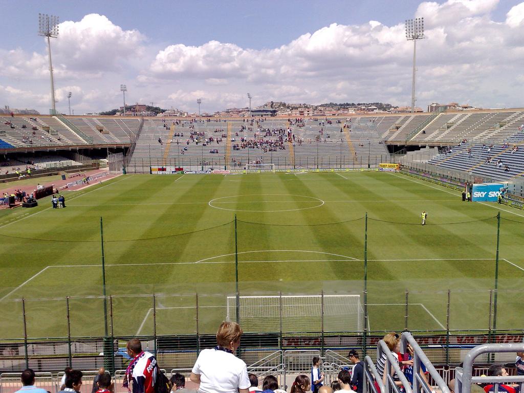 Stadio Sant'Eli... L Equipe Football