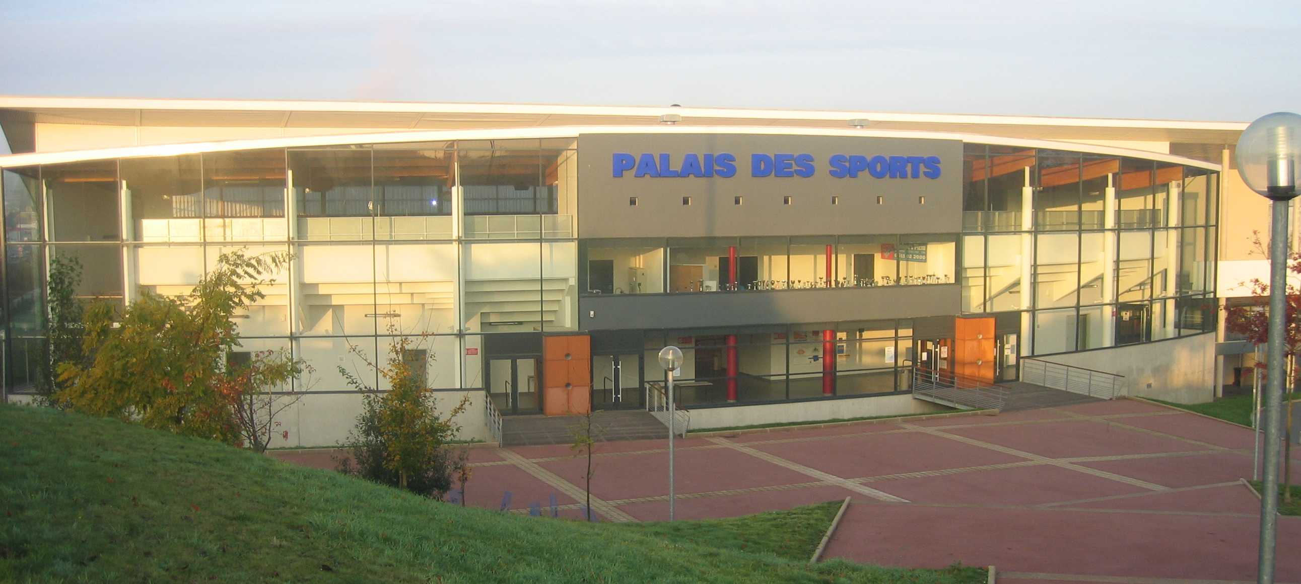 Palais des sports de la valette info stades for Piscine cesson